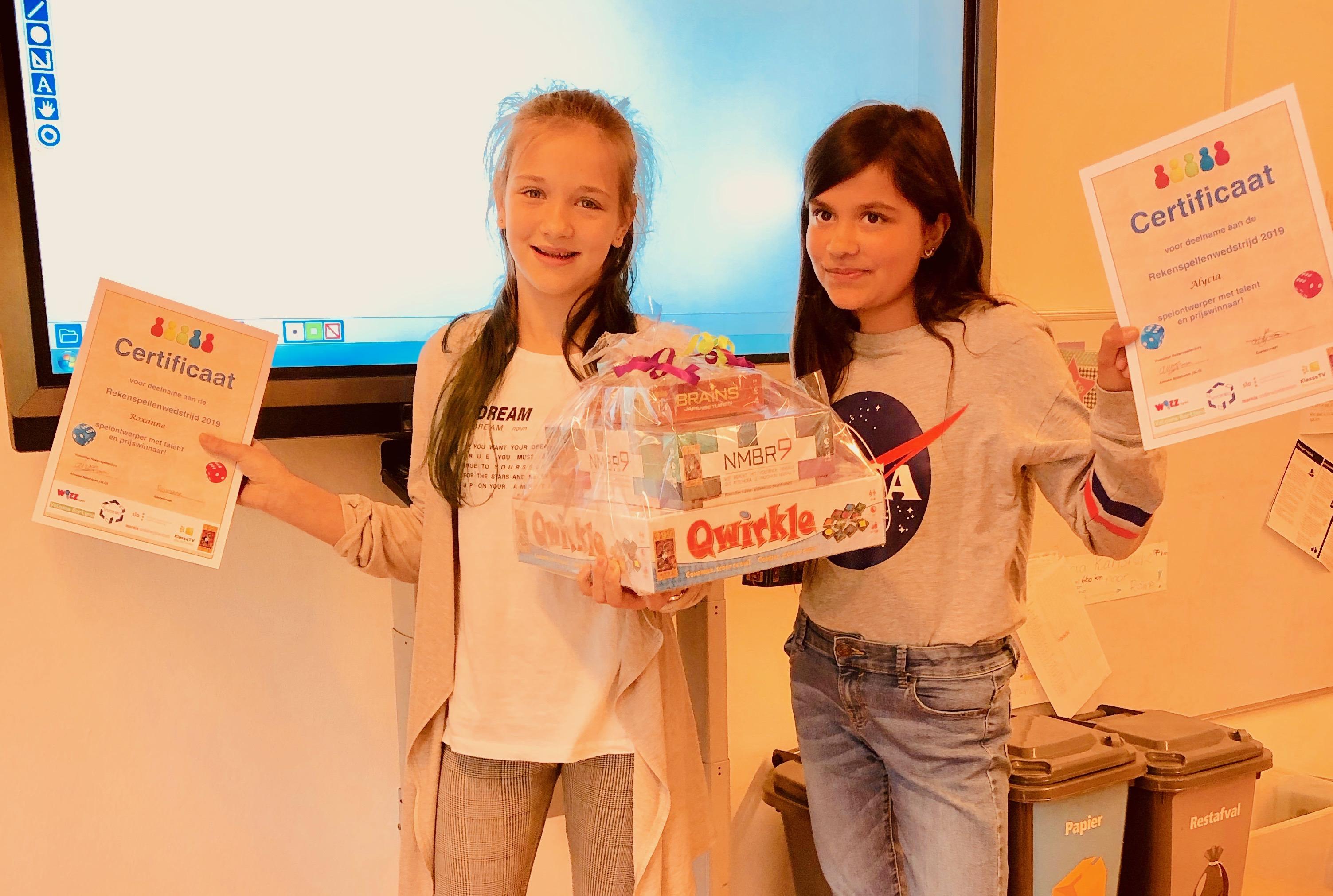 Winnaars rekenspellenwedstrijd Alycia en Roxanne